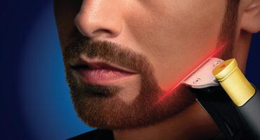 Cuenta con una maquinilla de afeitar para crear cerdas rígidas