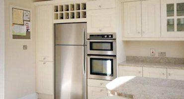 ¿Es posible instalar un horno al lado del refrigerador?