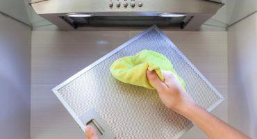 Aperçu: comment nettoyer la hotte et la grille de graisse dans la cuisine