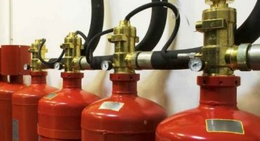Instrucciones sobre cómo conectar e integrar una estufa de gas y un cilindro.